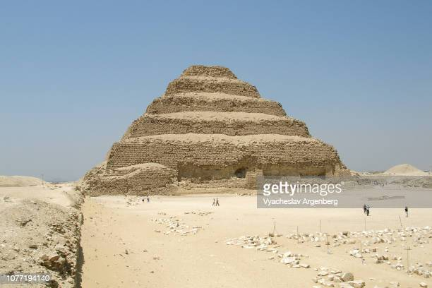 the step pyramid of djoser in saqqara, egypt - argenberg stock pictures, royalty-free photos & images