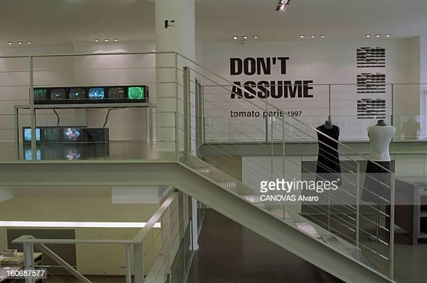The Store 'colette' In Paris A Paris en mai 1997 dans le magasin 'COLETTE' le premier étage consacré à la mode féminine et le deuxième étage lieu...