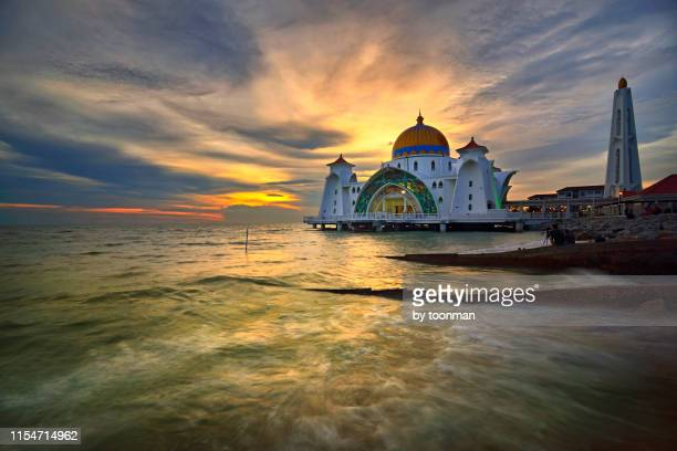 the straits mosque, malacca - melaka state stock pictures, royalty-free photos & images