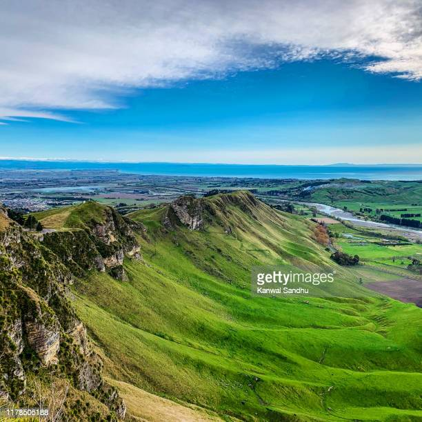 the stunning landscape formations at te mata peak in havelock north looking towards pacific ocean with a blue sky background - hawkes bay region stock-fotos und bilder