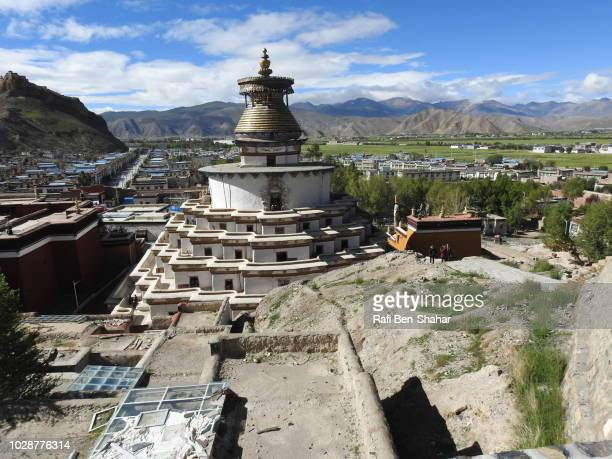 the stupa in the pelkhor chode temple overlooking gyangtse - chode images stock photos and pictures