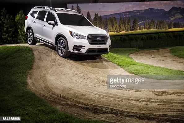 foto 39 s en beelden van subaru ascent reveal ahead of the 2017 los angeles auto show getty images. Black Bedroom Furniture Sets. Home Design Ideas