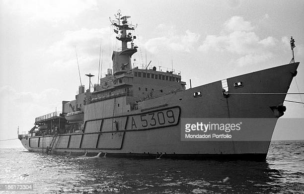 The submarine rescue ship Anteo After fortytwo years the Italian Navy scuba divers are trying to recover the remains of the crew of Royal Navy...