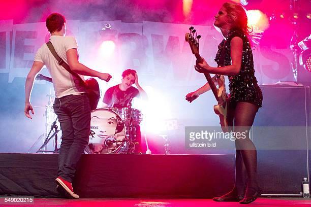 The Subways die britische IndieRockBand mit Saenger und Gitarrist Billy Lunn Saengerin und Bassistin Charlotte Cooper und Schlagzeuger Josh Morgan...