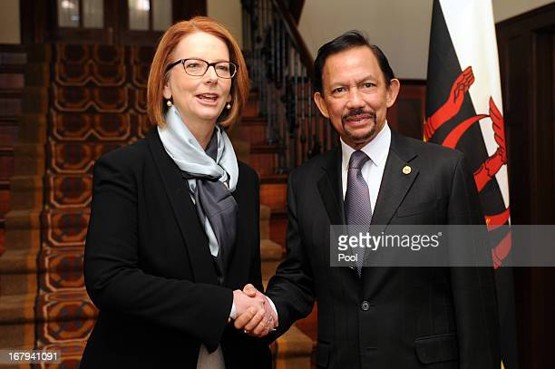 The Sultan of Brunei Hassanal Bolkiah and the Prime Minister of Australia Julia Gillard talk at the Lodge on May 3 2013 in Canberra Australia The...
