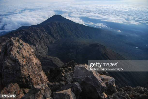 the summit of mount meru - meru filme stock-fotos und bilder