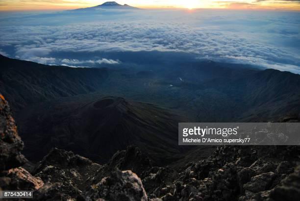 the summit of mount meru - meru filme stock-fotos und bilder