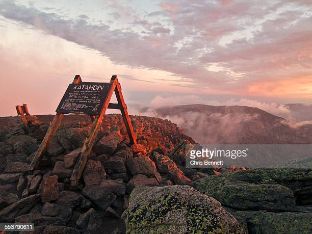 the summit sign on maines mount katahdin seen at sunrise. - appalachian trail stock pictures, royalty-free photos & images