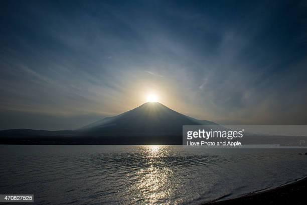 The sun arrives at the Fuji summit