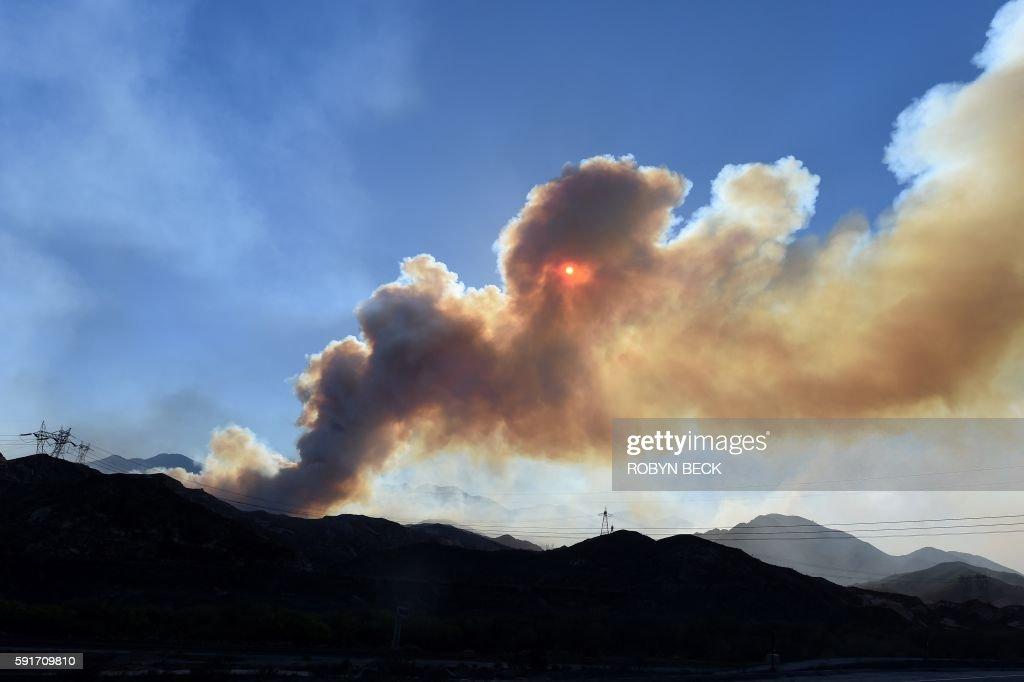 TOPSHOT-US-WEATHER-FIRE-CALIFORNIA : News Photo