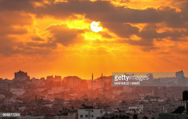 The sun prepares to set over Gaza City on May 15, 2018. - Israel was under mounting international pressure amid calls for an independent probe after...