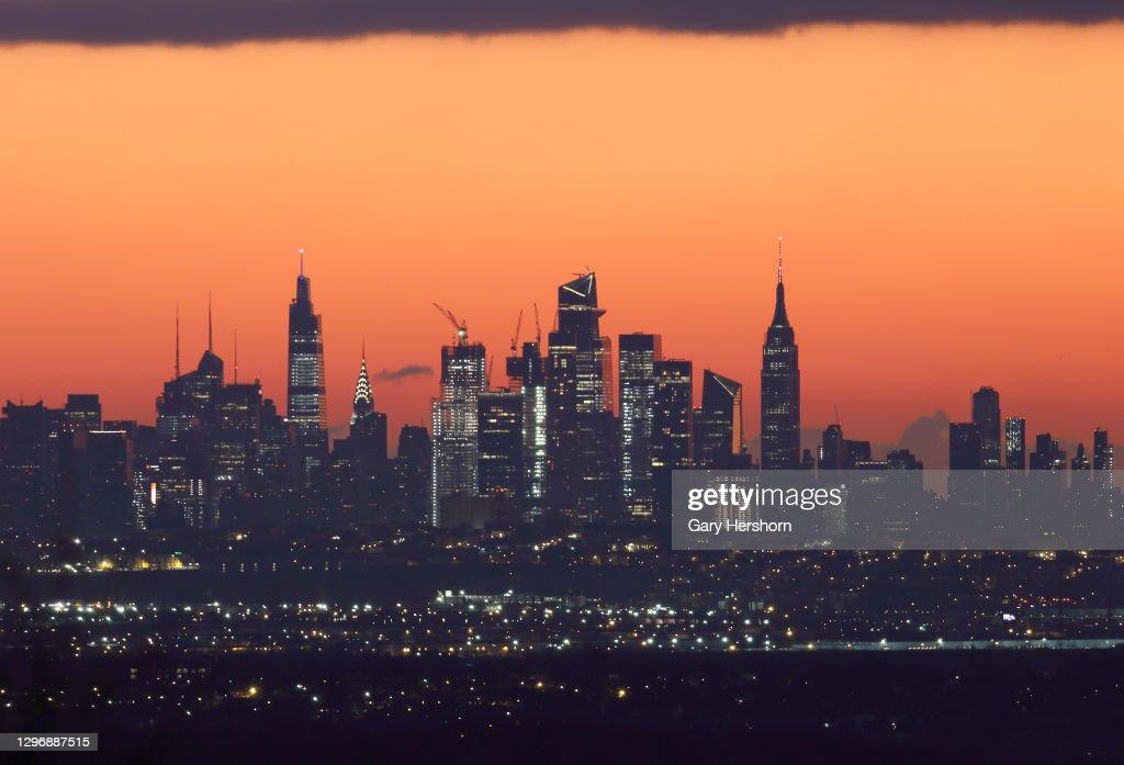 Sunrise Behind Midtown Manhattan in New York City : News Photo
