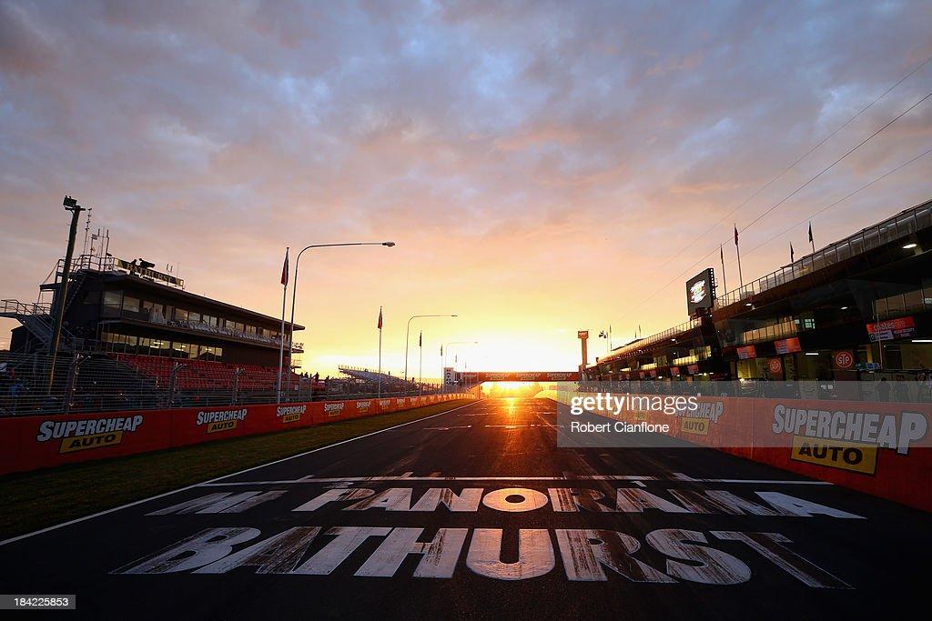 V8 Supercars - Bathurst 1000 : News Photo