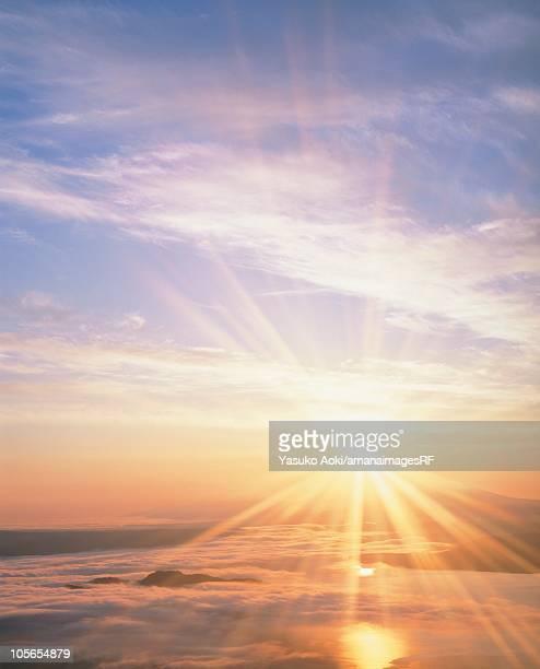 the sun rising over shiretoko peninsula and lake kussharo. hokkaido, japan - 朝日 ストックフォトと画像