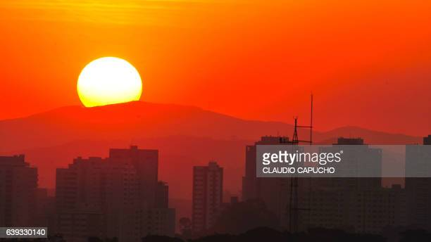 the sun sets behind the mantiqueira mountain with são josé dos campos in the foreground - claudio capucho stock photos and pictures