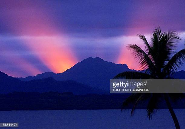 The sun sets behind the mountains of Viti Levu island signalling the start of the dusktodawn curfew in Suva 30 May 2000 where coup leader George...