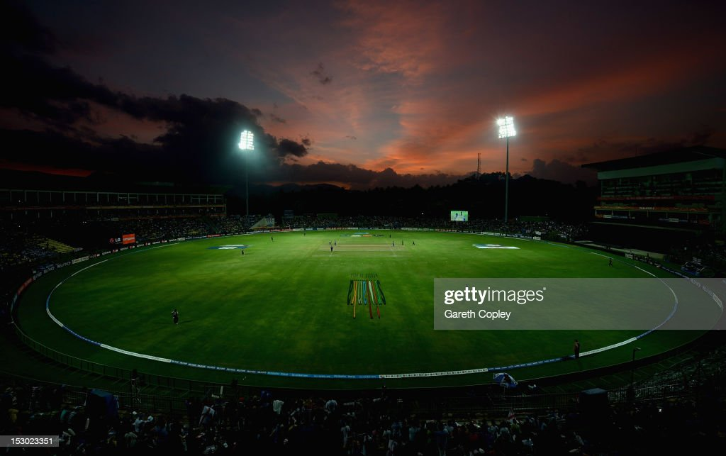 England v New Zealand - ICC World Twenty20 2012: Super Eights Group 1 : News Photo