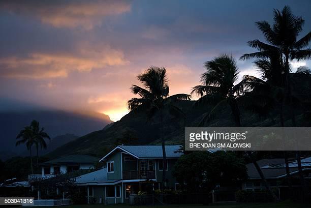 The sun sets on New Year's Eve December 31, 2015 in Kailua, Hawaii. AFP PHOTO/BRENDAN SMIALOWSKI / AFP / BRENDAN SMIALOWSKI