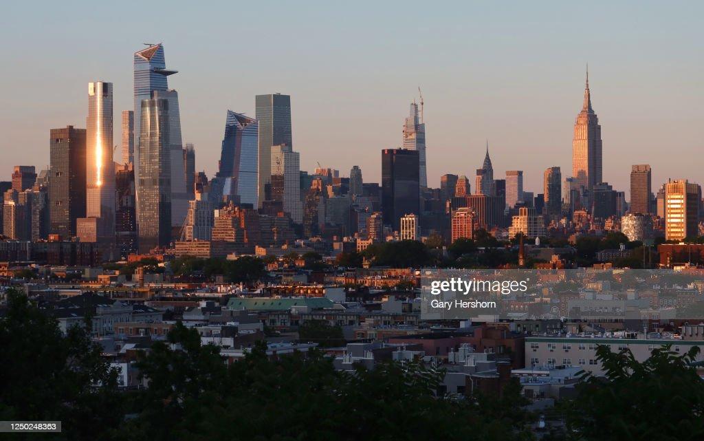 Sunset in New York City : News Photo