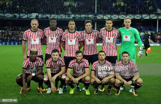 The Sunderland team group wearing the Bradley Lowery shirts during the Carabao Cup third round match at Goodison Park on September 19 2017 in...
