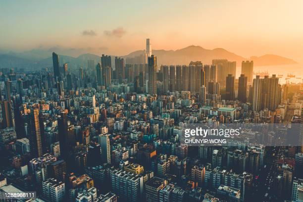 la puesta de sol de hong kong - paisajes de hongkong fotografías e imágenes de stock