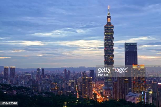 the sunset view of taipei city - taipei 101 個照片及圖片檔