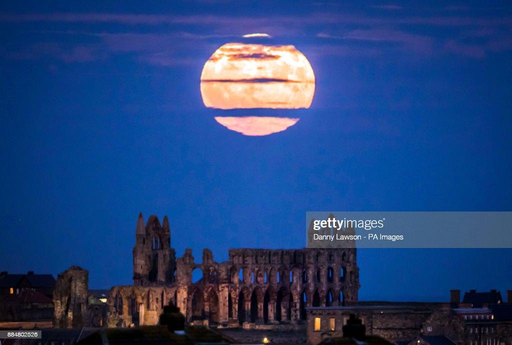 Cold Moon : News Photo