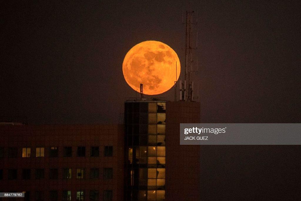ISRAEL-ASTRONOMY-SUPERMOON : News Photo