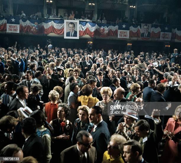 The Supporters Of Richard Nixon At The Presidential Election 1968 Au EtatsUnis en novembre 1968 lors de l'élection présidentielle les supporters de...