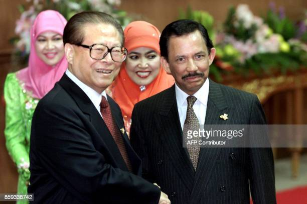 The Sutlan of Brunei Hassanal Bolkiah greets Chinese President Jiang Zemin ahead of the gala dinner for the AsiaPacific Economic Cooperation world...