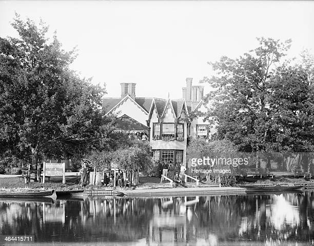 The Swan Inn Kennington Oxfordshire 1885 Kennington Island is a small island on the River Thames Now privately owned the island used to be a...