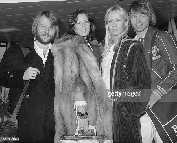 The Swedish pop group ABBA From left to right Benny Andersson Agnetha Fältskog AnniFrid Lyngstad and Björn Ulvaeus at London's Heathrow Airport 1976...