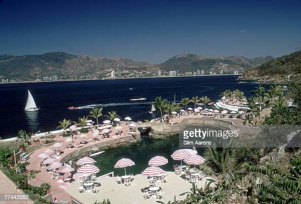 The swimming pool at the La Concha Beach Club, Acapulco, Mexico, February 1972.