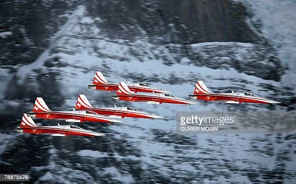 The Swiss Patrol aerobatic team performs during the Men's downhill skiing training session 10 january 2008 in Wengen AFP PHOTO OLIVIER MORIN