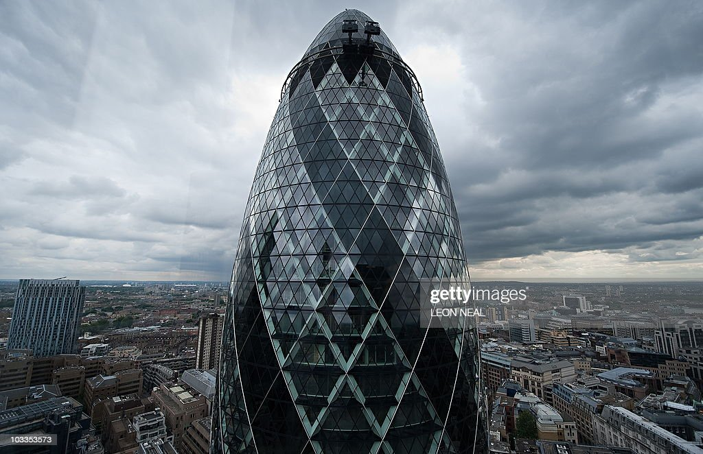 The Swiss Re tower or 'Gherkin' is pictu : News Photo