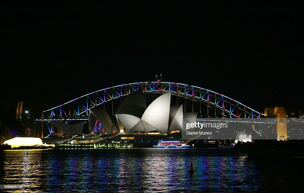 Sydney Icons Illuminated Pink To Remember Orlando Night Club Shooting Victims : News Photo