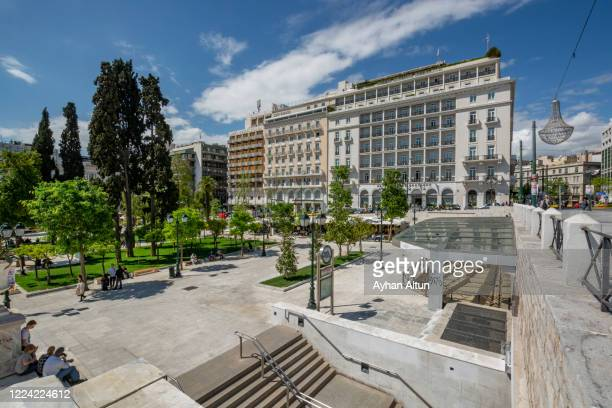 the syntagma square in athens, greece - ギリシャ国会議事堂 ストックフォトと画像