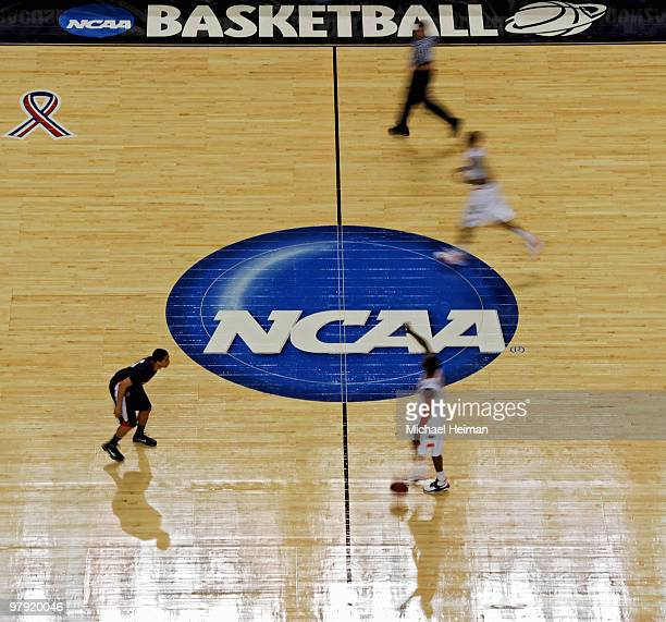 The Syracuse Orange take the ball up the court against the Gonzaga Bulldogs during the second round of the 2010 NCAA men's basketball tournament at...