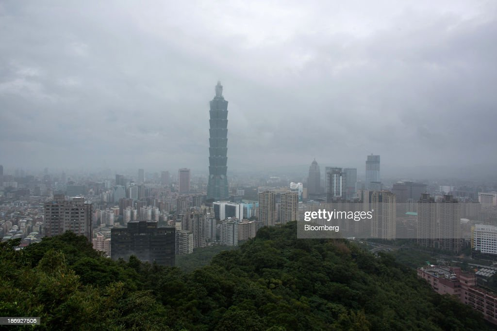 The Taipei 101 building, center, stands among residential and commercial buildings in Taipei, Taiwan, on Monday, Nov. 4, 2013. Taiwans five-year bonds gained for the first time in four days, lowering the yield from a three-week high, after a report showed inflation cooled. The local dollar strengthened. Photographer: Lam Yik Fei/Bloomberg via Getty Images