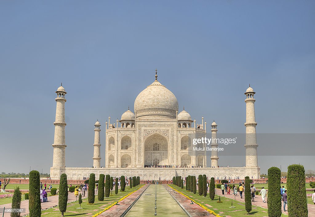 Taj Mahal on a bright and clear day : News Photo