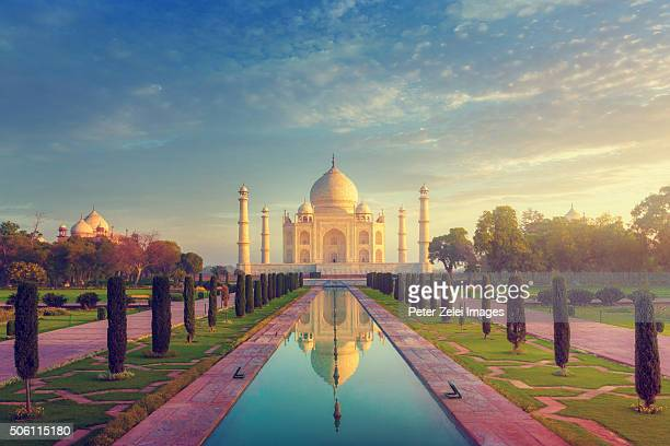 the taj mahal without people, early morning shot. - taj mahal stock photos and pictures