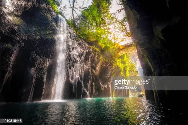 the takachiho gorge - 峡谷 ストックフォトと画像