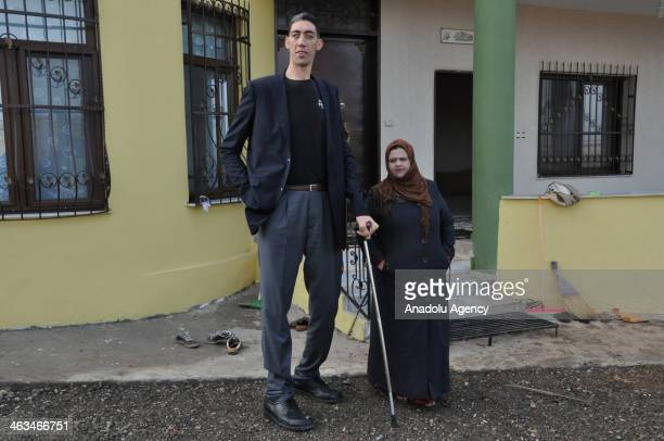 The tallest man in the world Sultan Kosen whose height is measured at 2 meters 51 centimeters denies claims that his Syrian wife Merve Dibo left him...