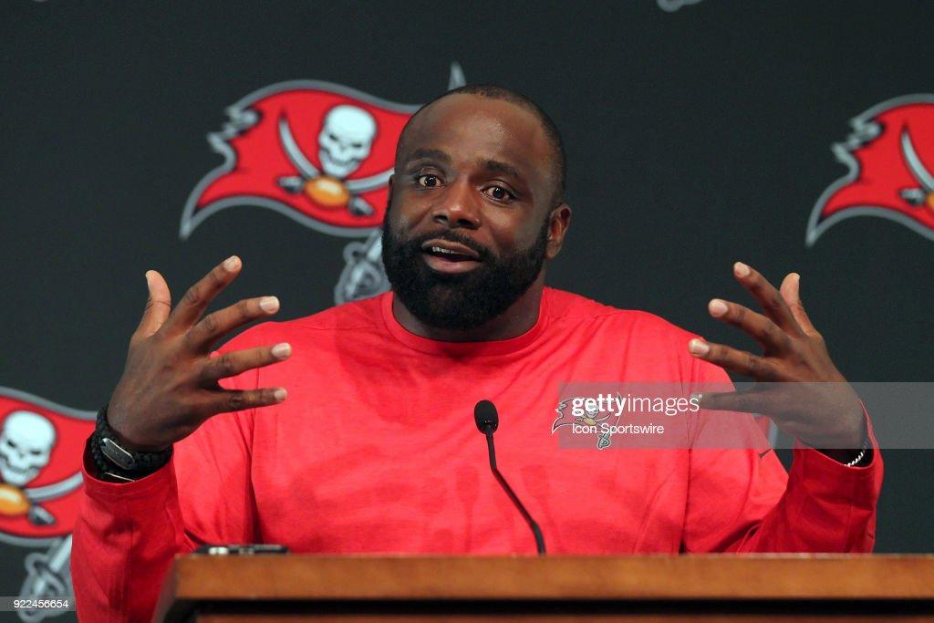 NFL: FEB 21 Buccaneers Brentson Buckner Press Conference : Photo d'actualité