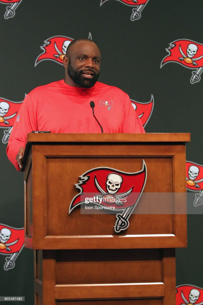 NFL: FEB 21 Buccaneers Brentson Buckner Press Conference : Nachrichtenfoto