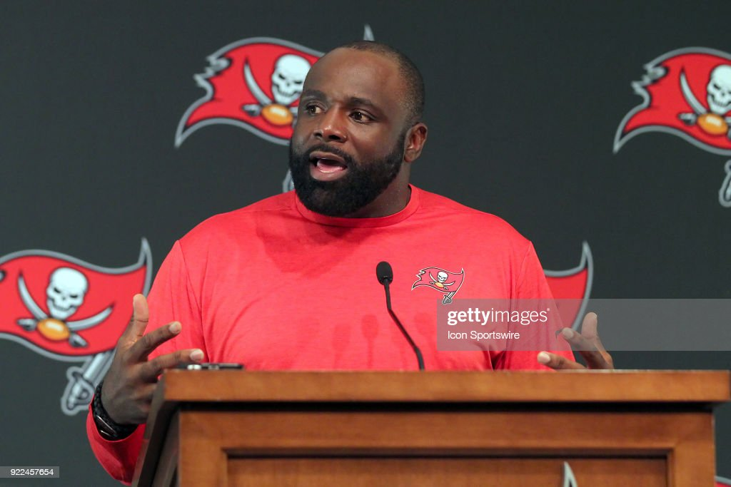 NFL: FEB 21 Buccaneers Brentson Buckner Press Conference : Photo d'actualité