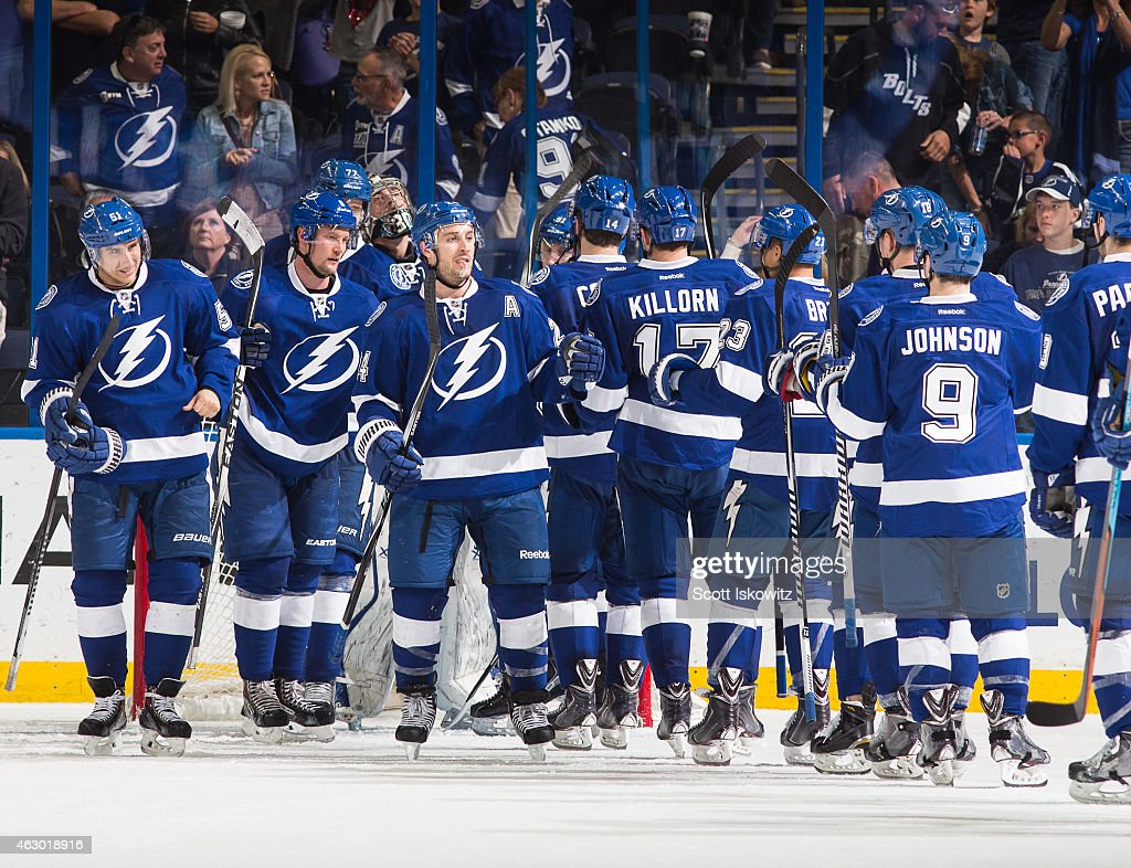 Columbus vs TB The-tampa-bay-lightning-celebrate-the-win-against-the-anaheim-ducks-picture-id463018916