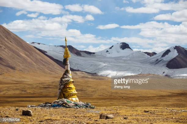 the tanggula mountains,the place of origin of yangtze river - qinghai province stock photos and pictures