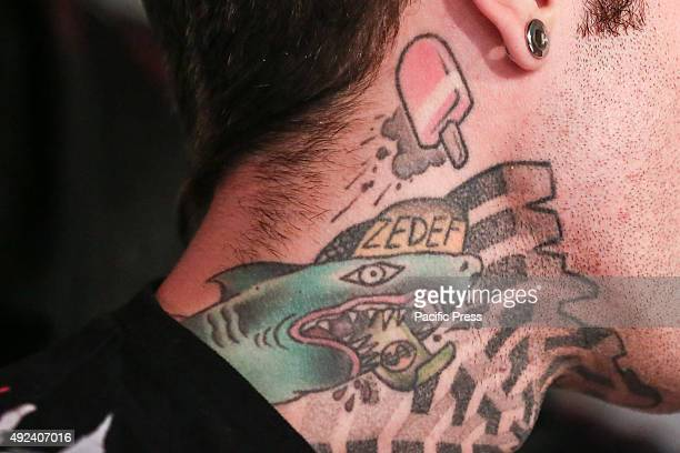 """The tattoo on Fedez's neck. The Italian rapper Fedez has met hundreds of his fans to autograph the repack album """"Pop-Hoolista"""", titled """"Pop-Hoolista..."""