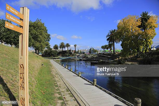 the taylor river with recreational trail - blenheim new zealand stock pictures, royalty-free photos & images
